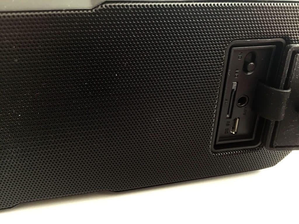 Wirezoll-Bluetooth-Lautsprecher-Anschluesse